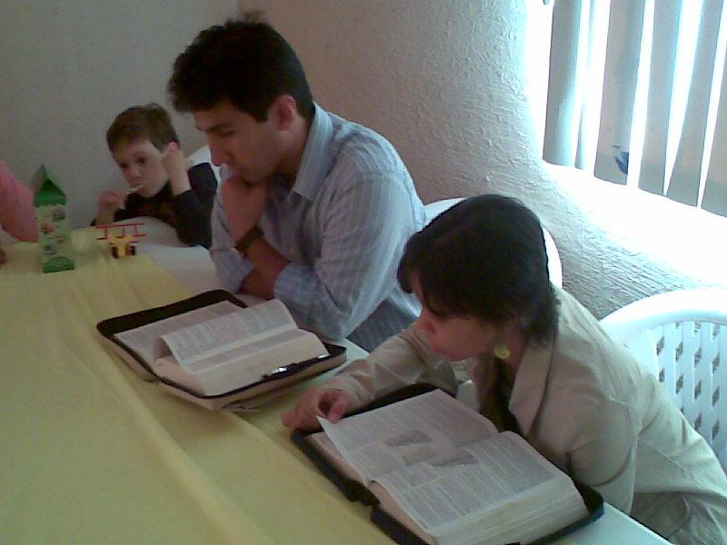Andy, Cynthia y Diego en la clase...
